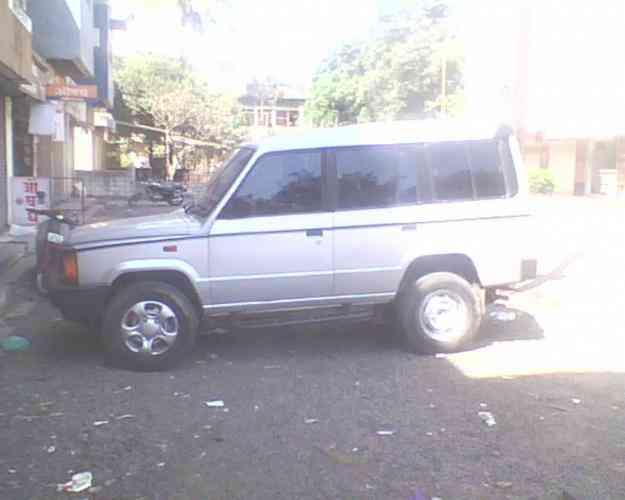 tata sumo spacio, mfg yr sept 2005, silver, T permit, very good condition.