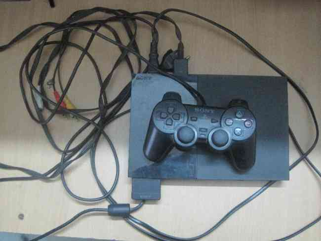 Sony PlayStation 2 And video games. Excellent condition!
